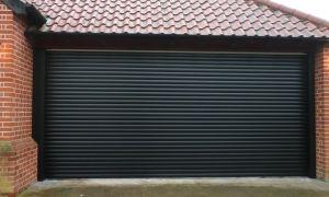 Как установить рулонные ворота в гараж