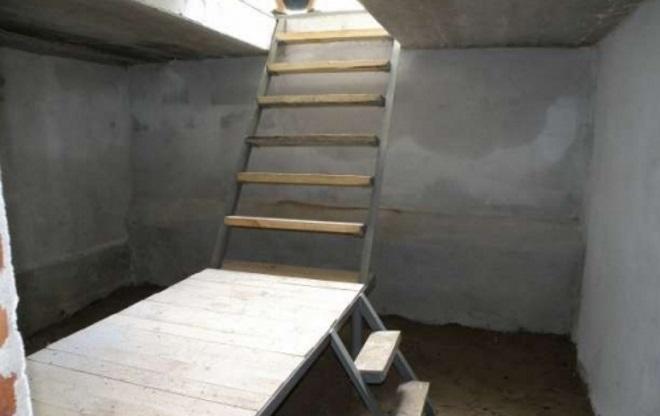 Бетонная конструкция подвала в гараже