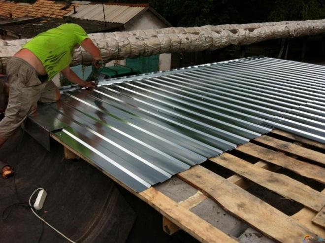 Монтаж профнастила на крышу гаража
