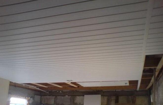 Отделка потолка гаража вагонкой