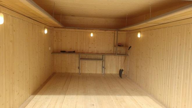 Отделка стен гаража деревянной вагонкой