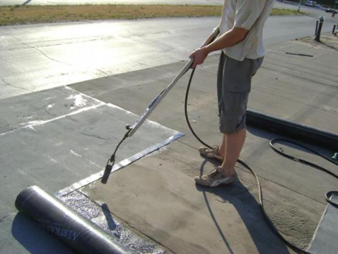 Покрытие односкатной крыши рубероидом