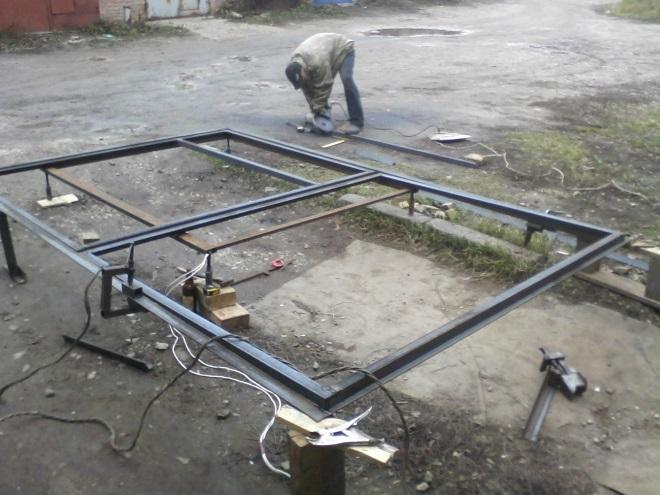 Изготовление каркаса распашных ворот гаража