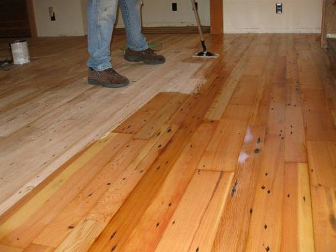 Обработка деревянного пола лакокрасочным покрытием