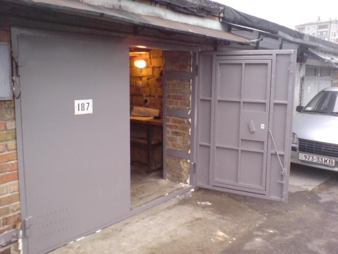 Распашные гаражные ворота своими руками