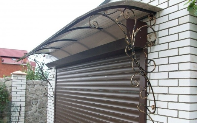 козырек над гаражом