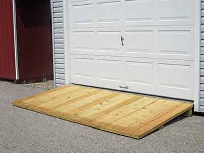 деревянный пандус на въезд в гараж