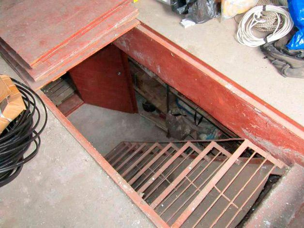 Лестница в подвал гаража
