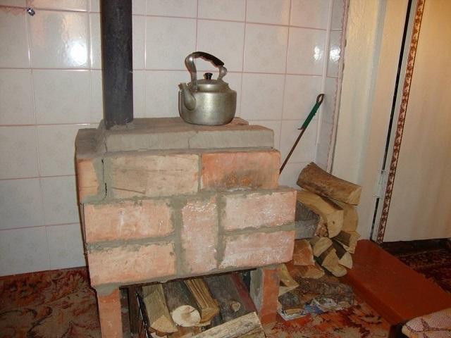 кирпичная печь на дровах в гараже