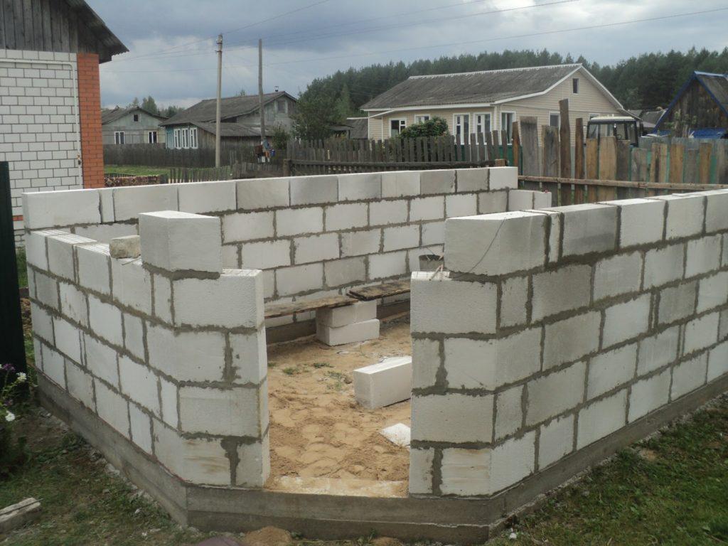 преимущество пеноблоков - легкость постройки