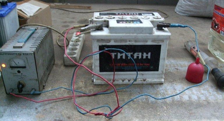 Подача постоянного тока для зарядки