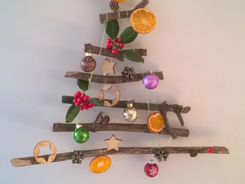 Импровизированная елка из игрушек